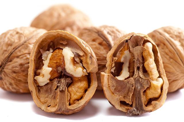 καρύδια-walnuts